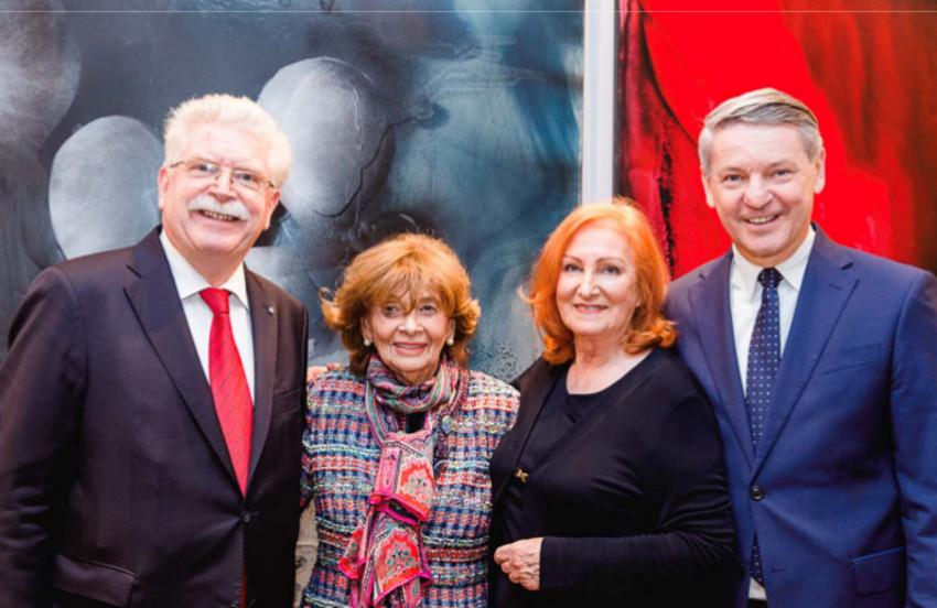 Prominente Gäste (von links): Ex-Minister Martin Zeil und Präsidentin Dr. Charlotte Knobloch mit Malerin Valeska und Gastgeber Thomas Schmid